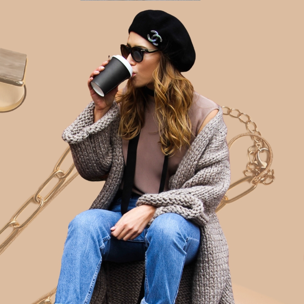На фотографии женские вязаные новинки от Shapar, бренда связанной одежды ручной работы.
