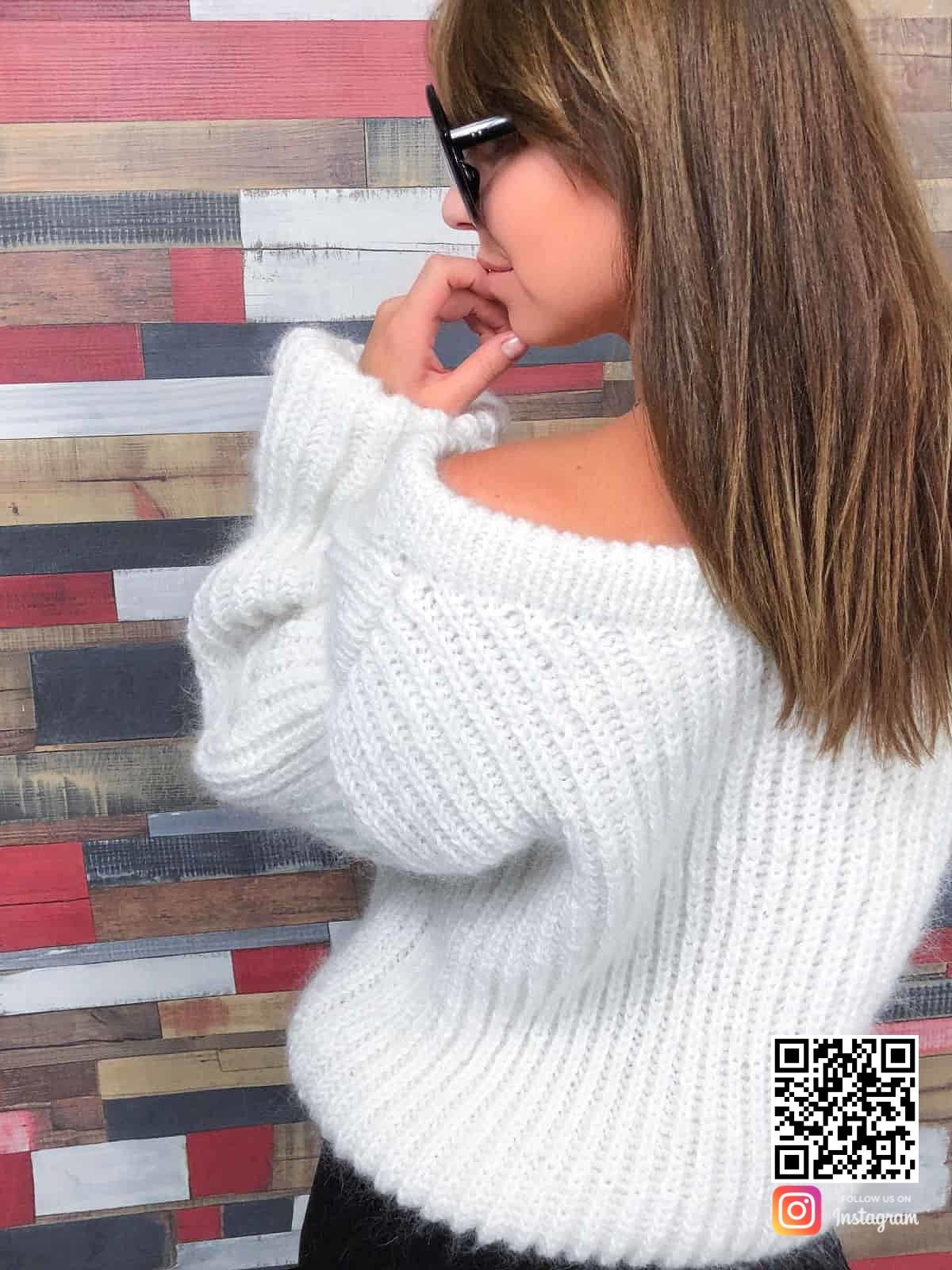 На шестой фотографии белый вязаный свитер из мохера от Shapar, бренда женской одежды ручной работы в интернет-магазине связанных спицами вещей.