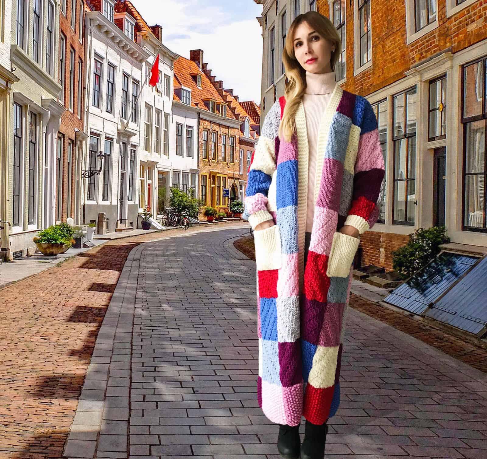 На второй фотографии длинный цветной кардиган разнофактурной вязки от Shapar, бренда женской одежды ручной работы в интернет-магазине связанных спицами вещей.