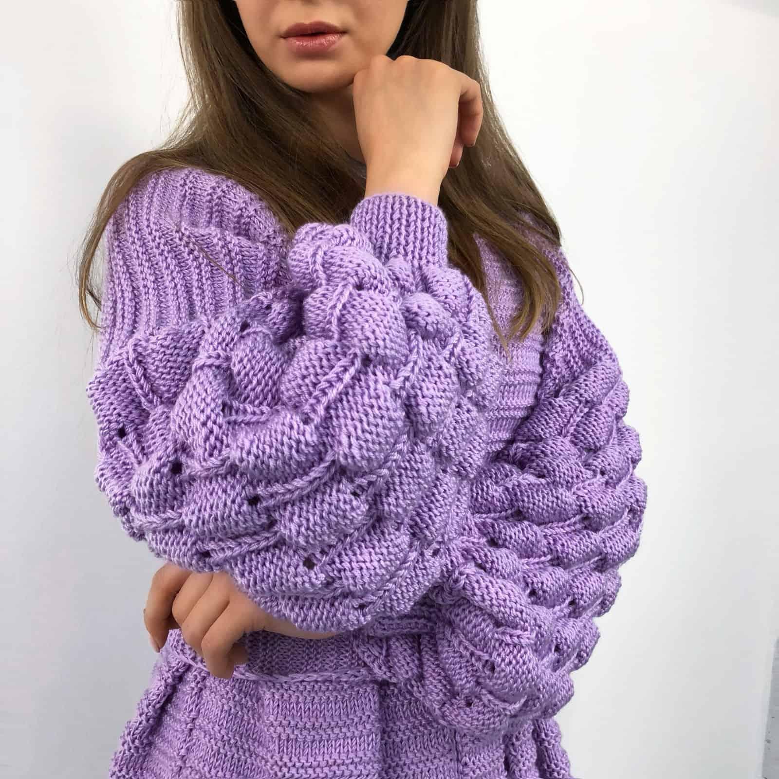 На третьй фотографии длинный кардиган женский с объемными рукавами от Shapar, бренда вязаной одежды ручной работы в интернет-магазине связанных спицами вещей.
