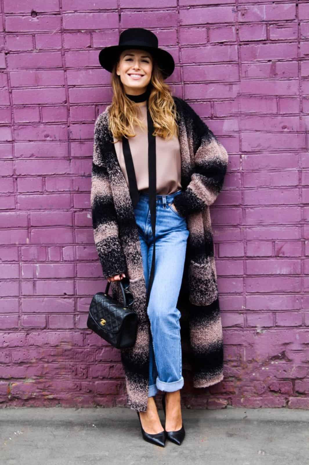 На второй фотографии женский кардиган градиент из буклированной пряжи от Shapar, бренда вязаной одежды ручной работы в интернет-магазине связанных спицами вещей.
