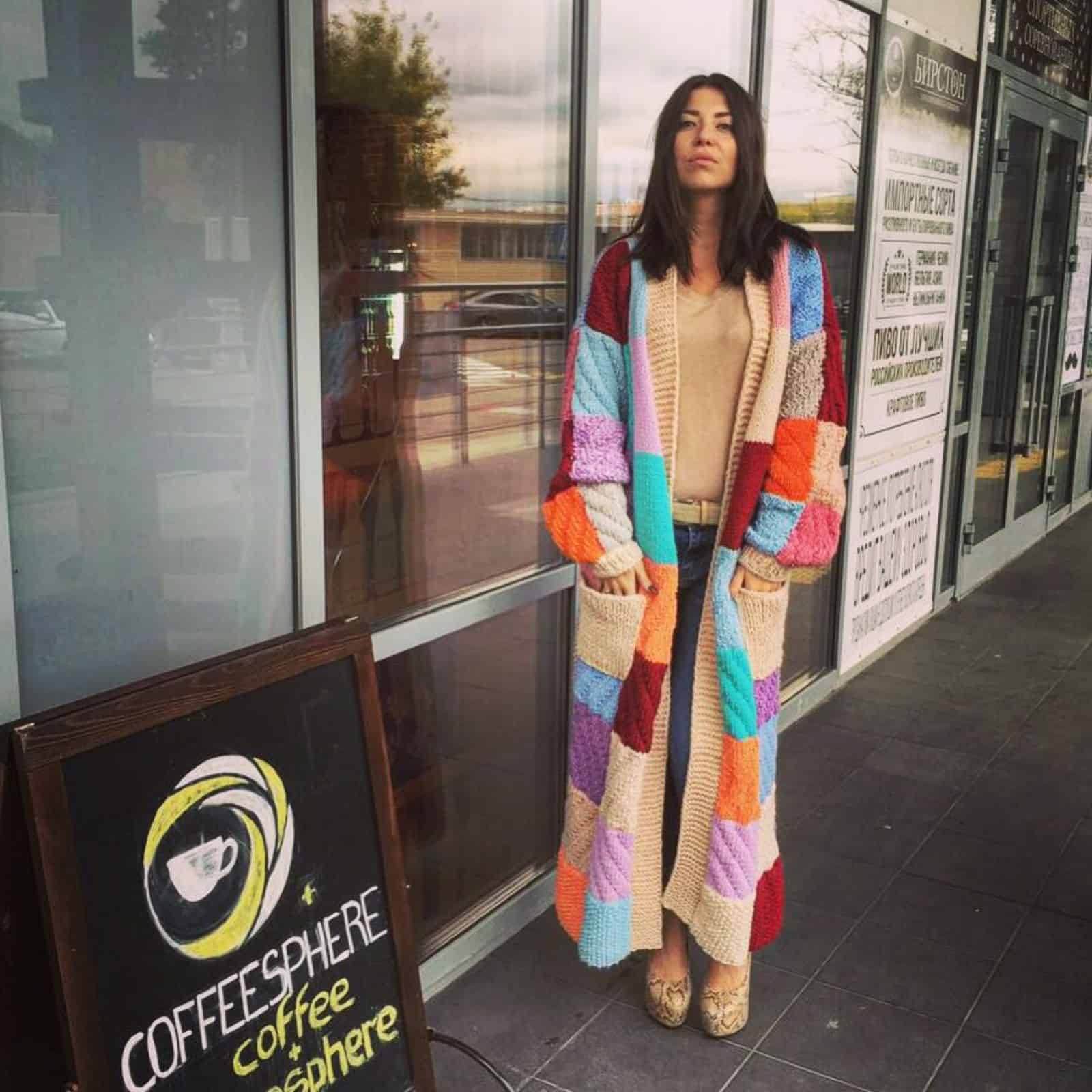 На четвертой фотографии кардиган женский вязки разной фактуры от Shapar, бренда одежды ручной работы в интернет-магазине связанных спицами вещей.