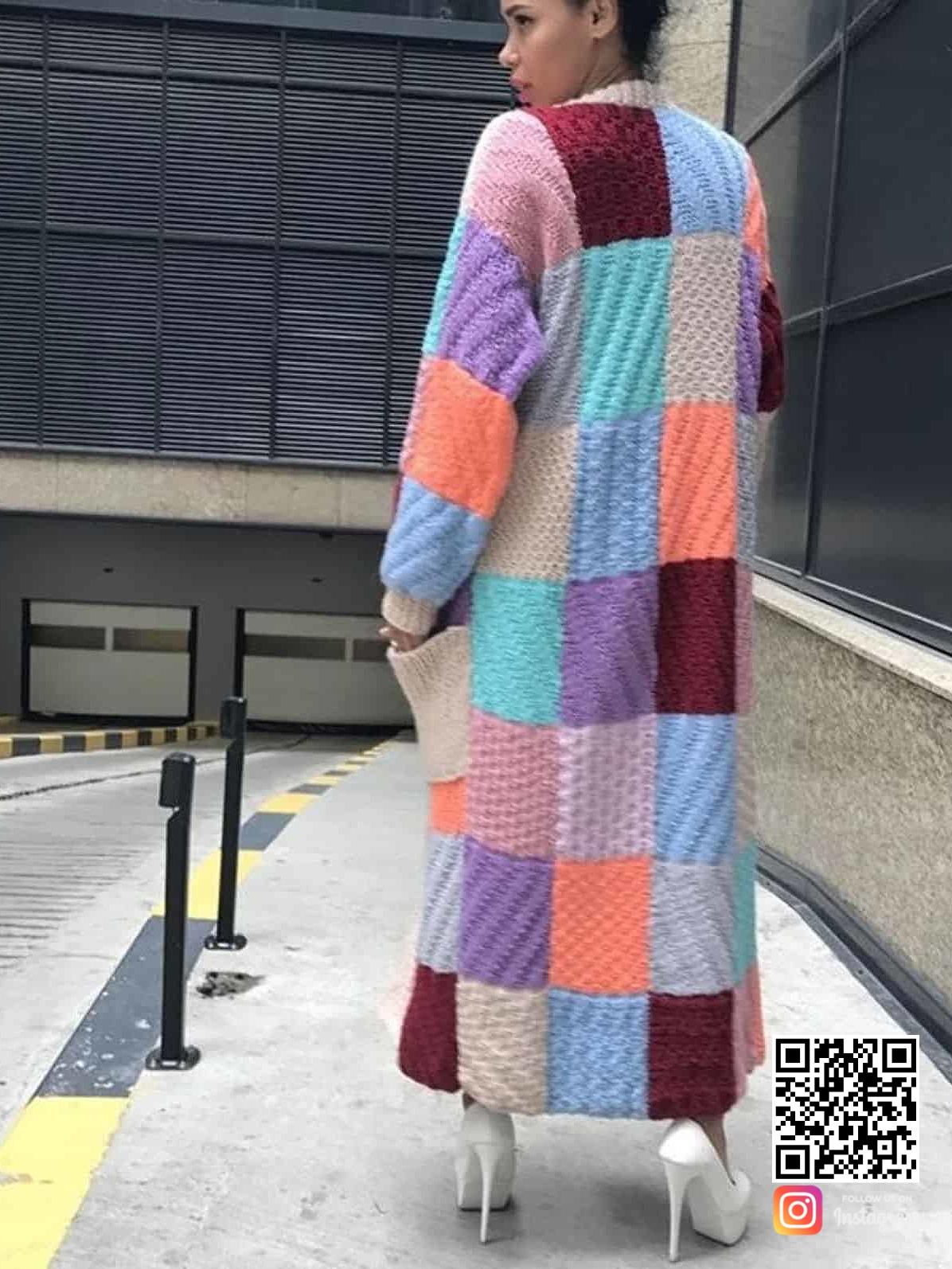 На пятой фотографии кардиган цветной женский из цветных прямоугольников от Shapar, бренда вязаной одежды ручной работы в интернет-магазине связанных спицами вещей.