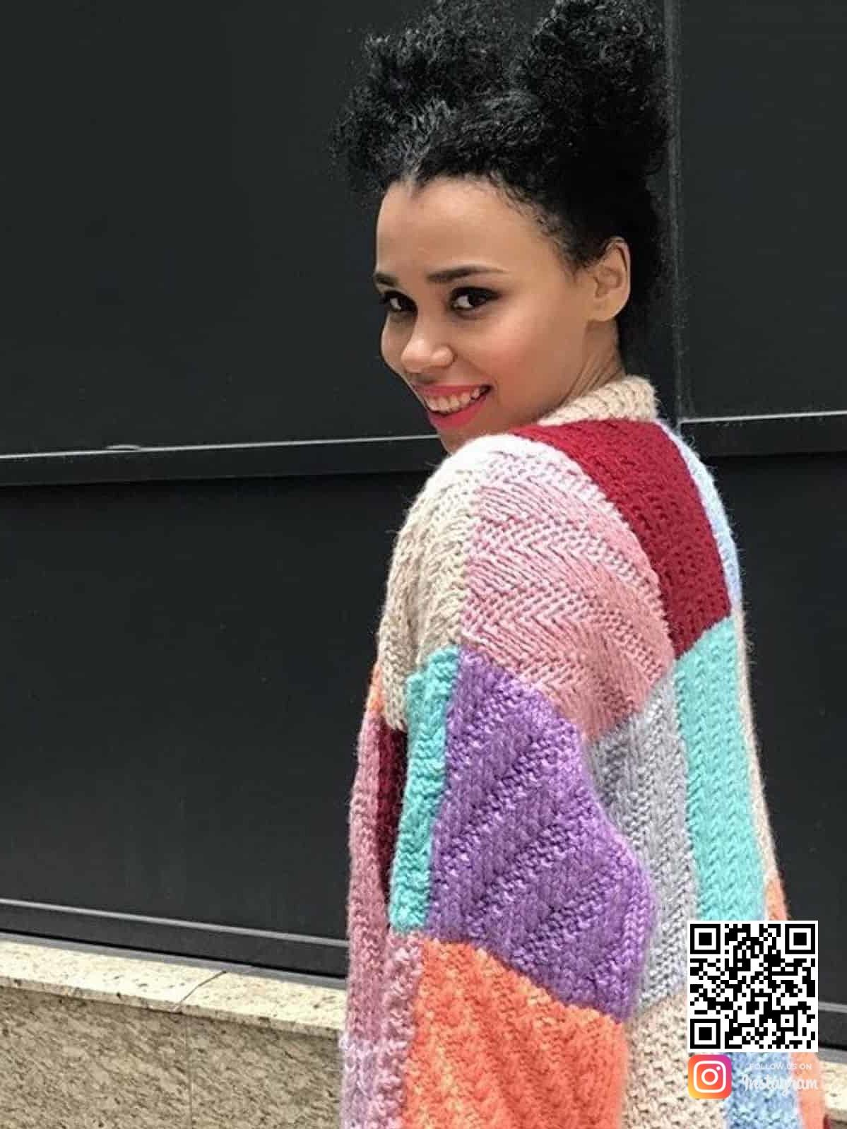 На третьей фотографии кардиган цветной женский в стиле casual от Shapar, бренда вязаной одежды ручной работы в интернет-магазине связанных спицами вещей.