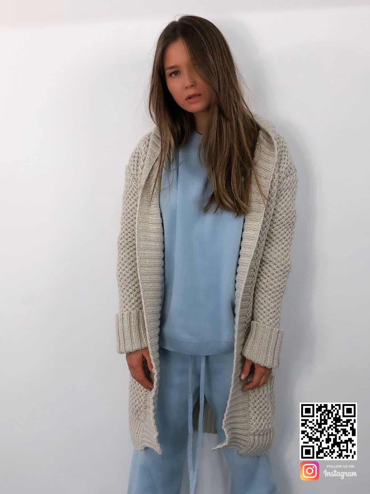 На четвертой фотографии кардиган женский молодежный крупной вязки от Shapar, бренда связанной одежды ручной работы в интернет-магазине вязаных вещей.