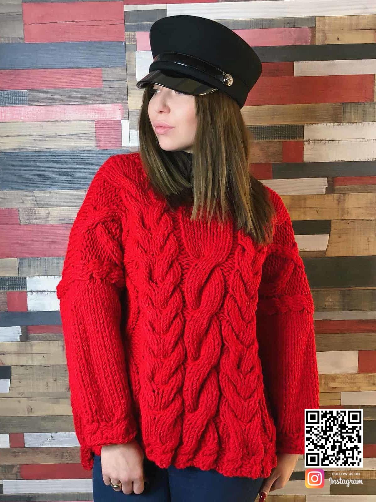 На четвертой фотографии красный вязаный свитер с косами для девушек от Shapar, бренда одежды ручной работы в интернет-магазине связанных спицами вещей.