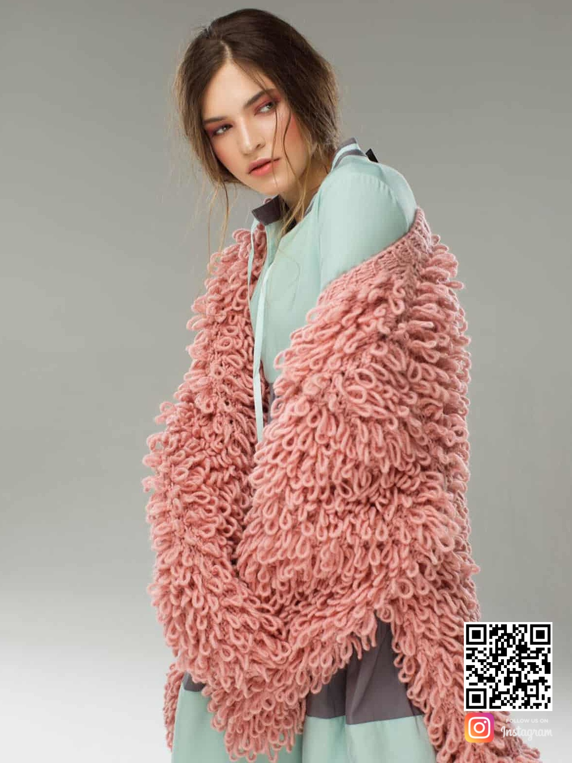 На четвертой фотографии стильный розовый женский кардиган от Shapar, бренда вязаной одежды ручной работы в интернет-магазине связанных спицами вещей.