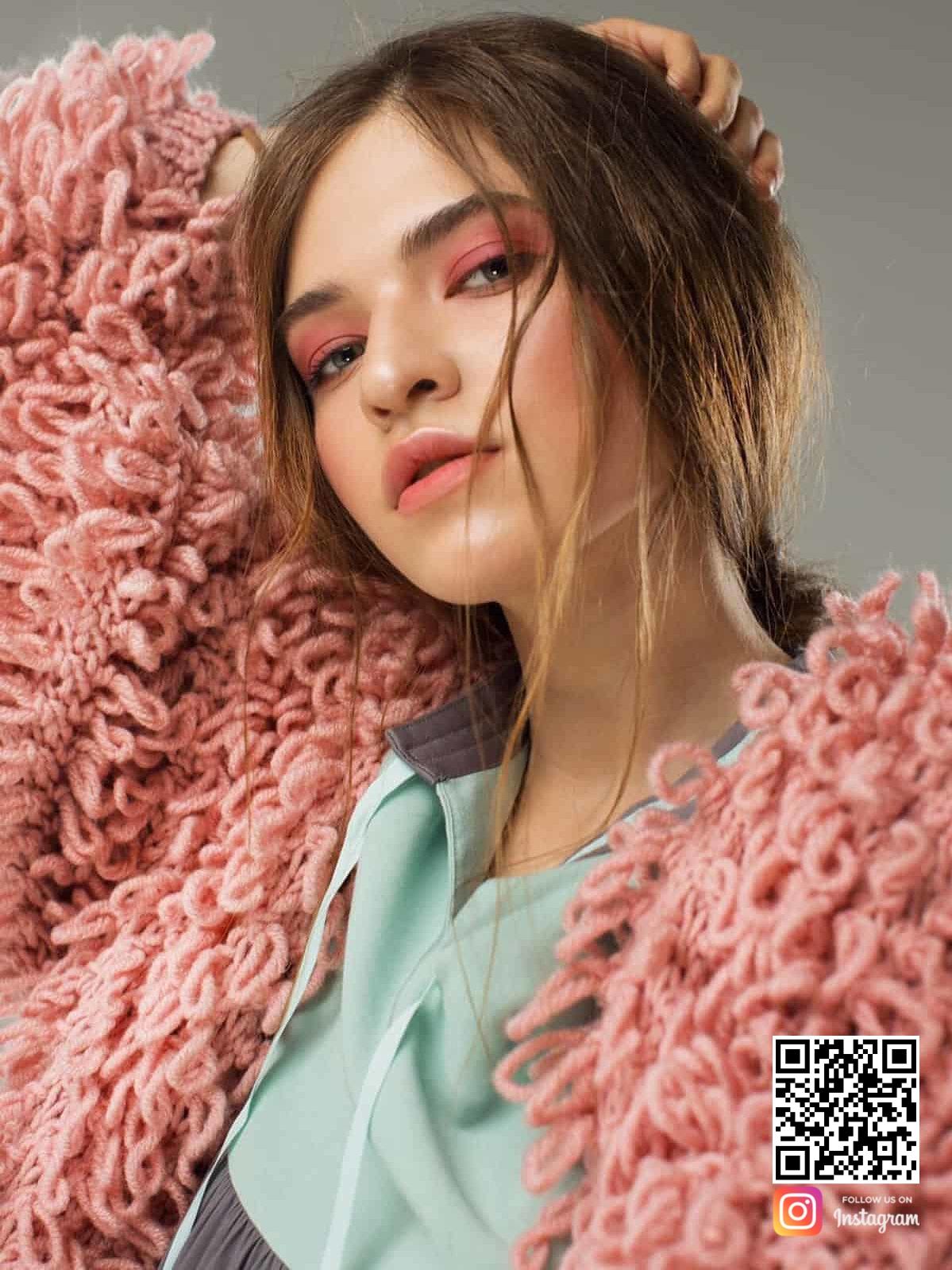 На третьей фотографии розовый женский кардиган с карманами от Shapar, бренда вязаной одежды ручной работы в интернет-магазине связанных спицами вещей.