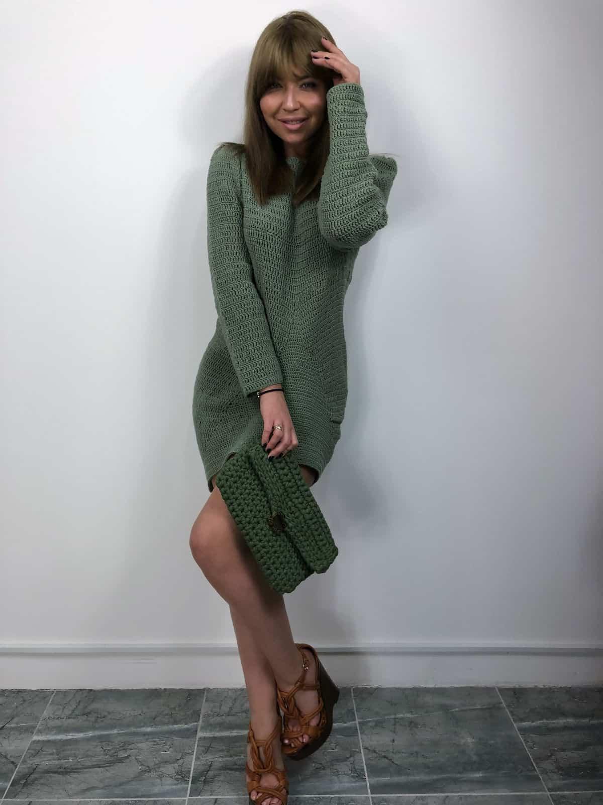 На третьей фотографии вязаное пляжное платье крючком оливкового цвета от Shapar, бренда женской одежды ручной работы в интернет-магазине связанных вещей.