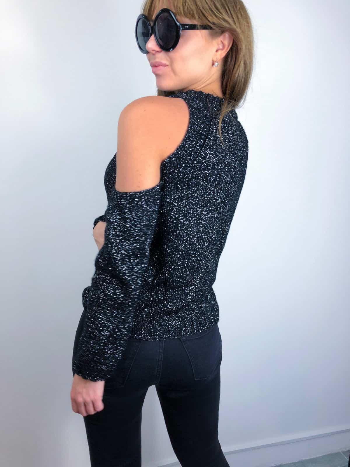 На второй фотографии женский свитер с люрексом со спины от Shapar, бренда вязаной одежды ручной работы в интернет-магазине связанных спицами вещей.