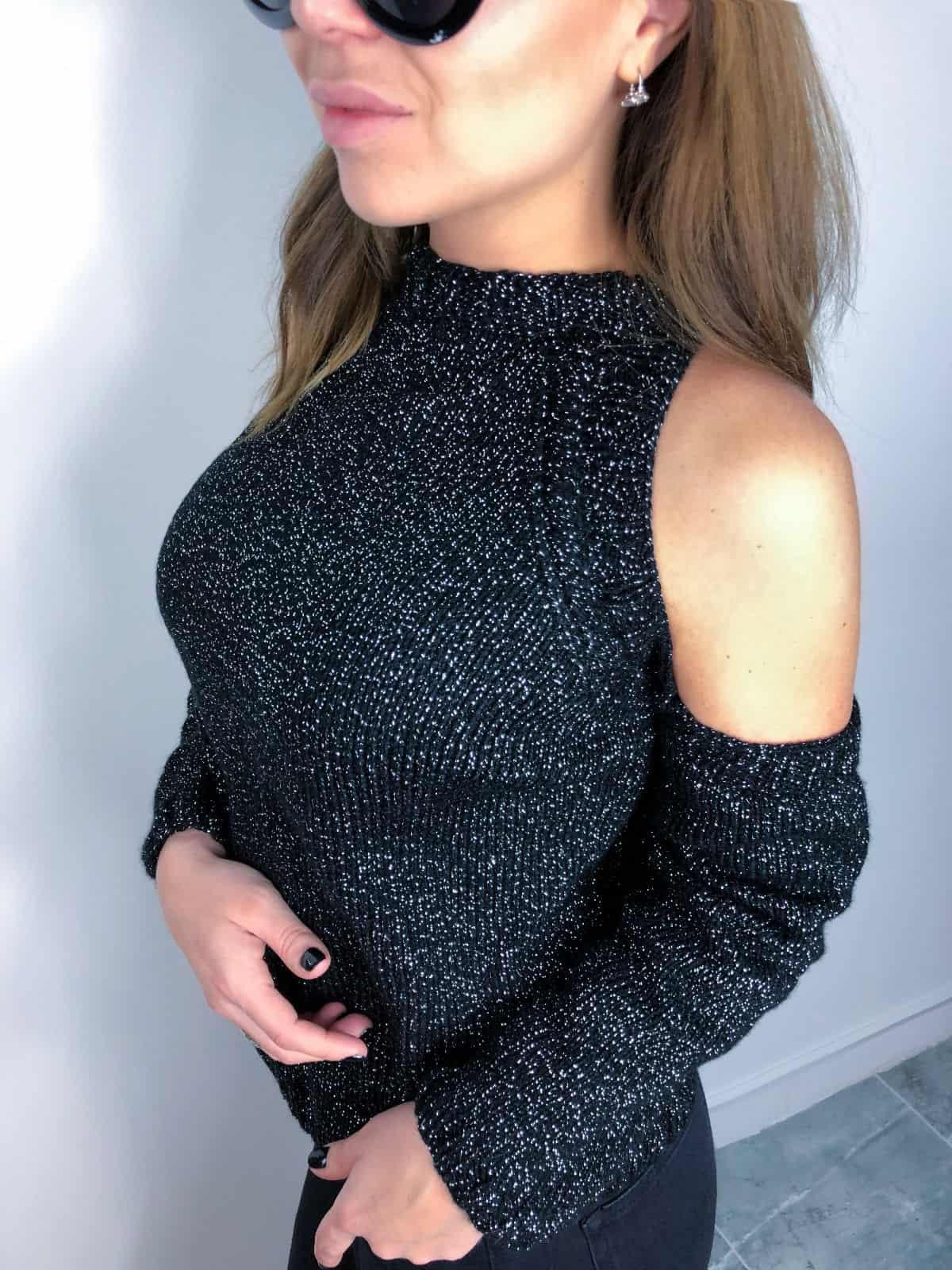 На четвертой фотографии женский свитер с люрексом с вырезами на плечах от Shapar, бренда вязаной одежды ручной работы в интернет-магазине связанных спицами вещей.