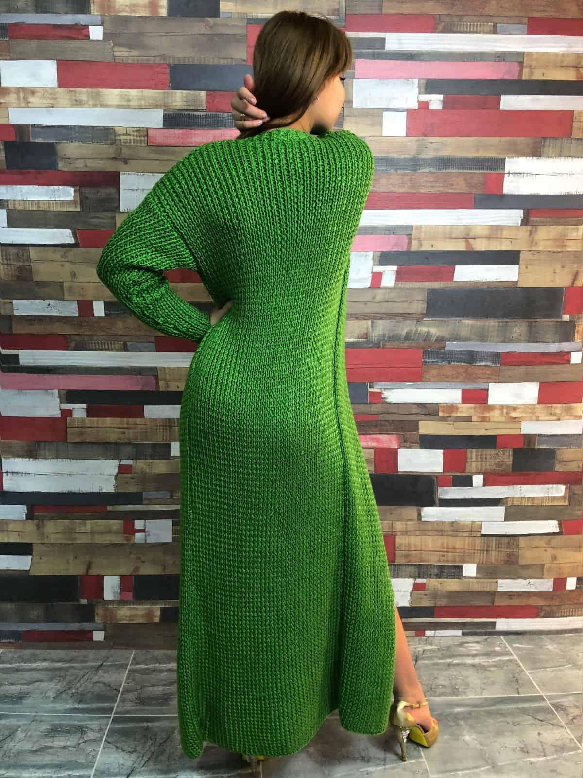 На третьей фотографии вязаный кардиган и платье со спины от Shapar, бренда женской одежды ручной работы в интернет-магазине связанных спицами вещей.