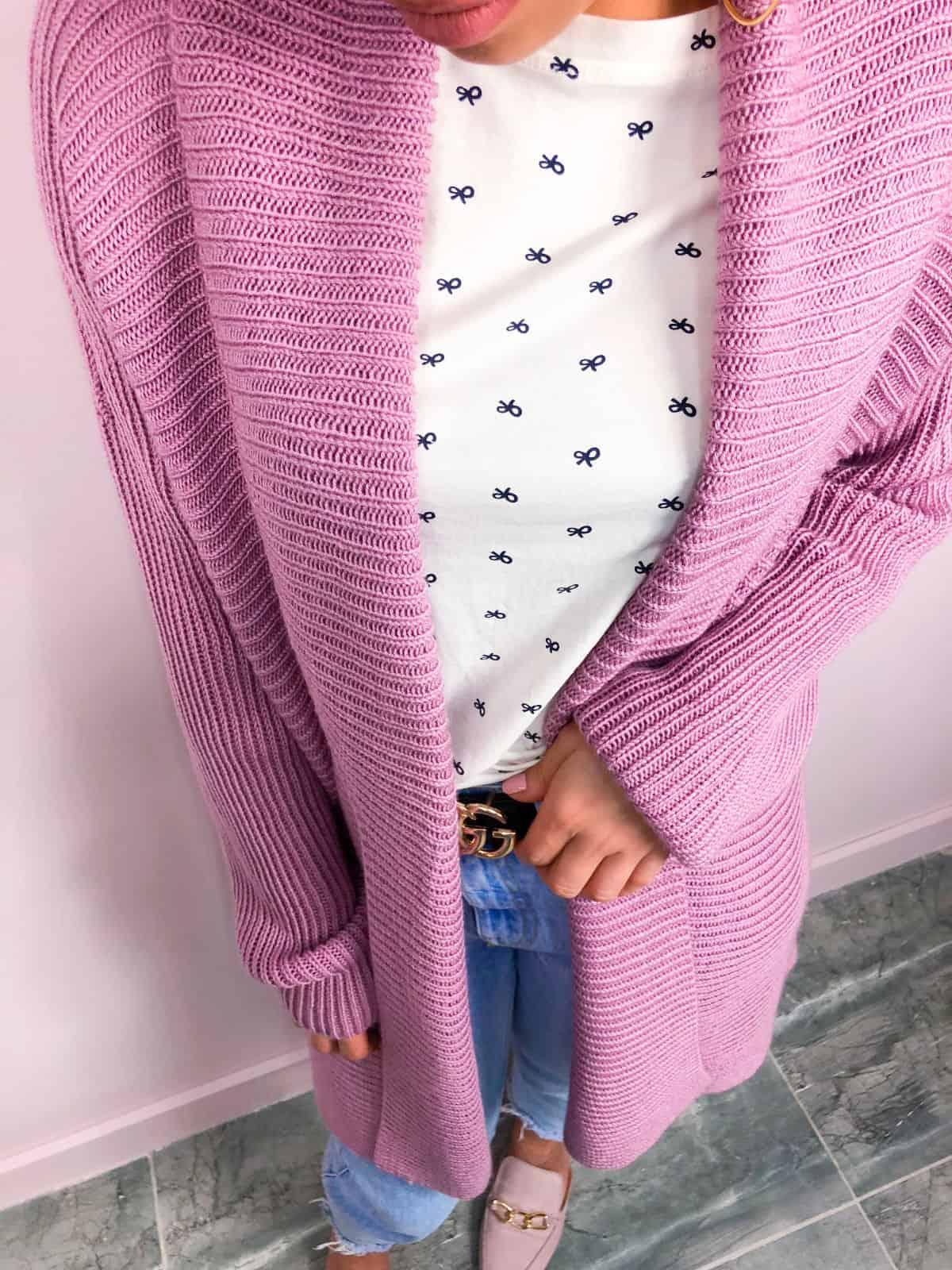 На четвертой фотографии элегантный базовый кардиган для девушек от Shapar, бренда вязаной одежды ручной работы в интернет-магазине связанных спицами вещей.