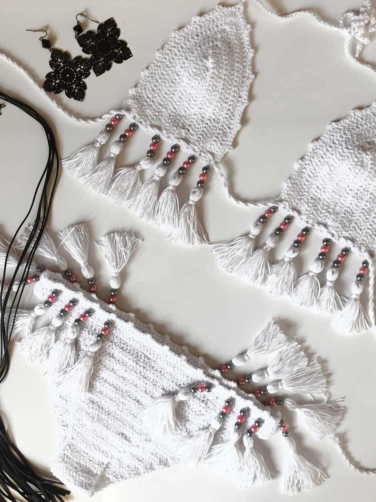 На второй фотографии модный белый женский купальник от Shapar, бренда вязаной пляжной одежды ручной работы в интернет-магазине связанных крючком вещей.
