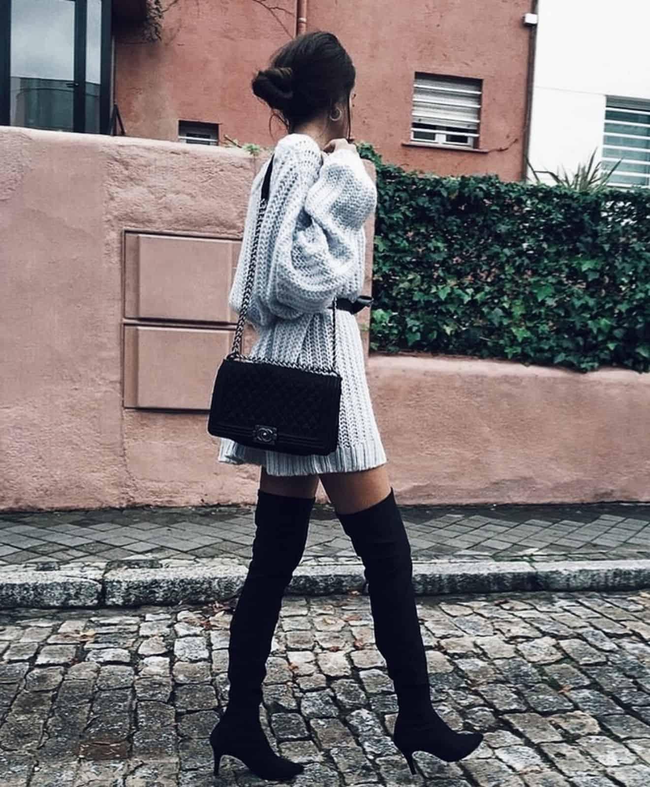 На второй фотографии светло-серый длинный свитер спицами для девушек и женщин от Shapar, бренда вязаной одежды ручной работы в интернет-магазине связанных вещей.