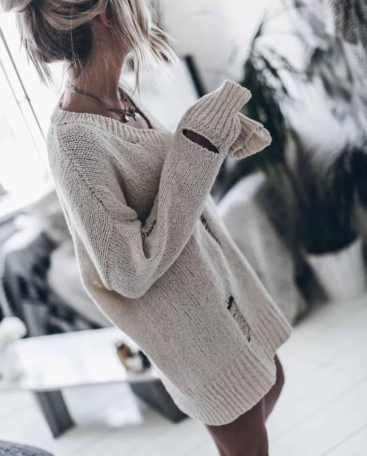 На фотографии женский джемпер спицами от Shapar, бренда вязаной одежды ручной работы в интернет-магазине связанных вещей.