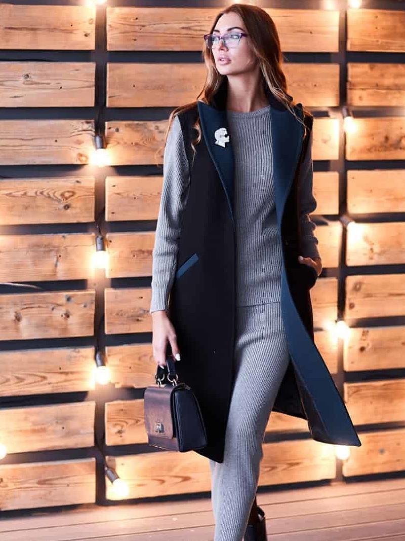 На фотографии серая женская кофта с юбкой от Shapar, бренда вязаной одежды ручной работы в интернет-магазине связанных спицами вещей.