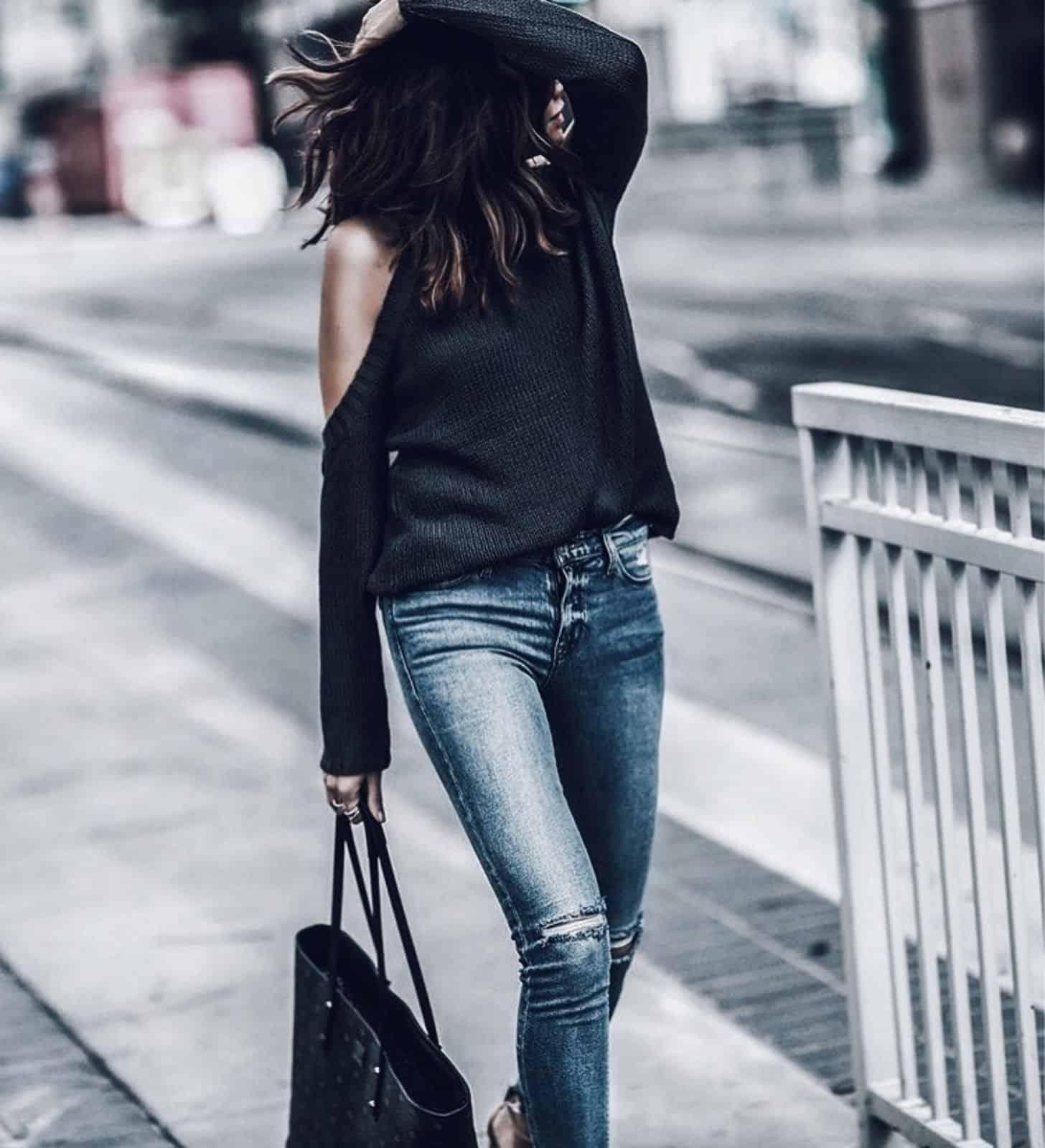 На второй фотографии женский красивый джемпер черного цвета от Shapar, бренда вязаной одежды ручной работы в интернет-магазине связанных вещей.