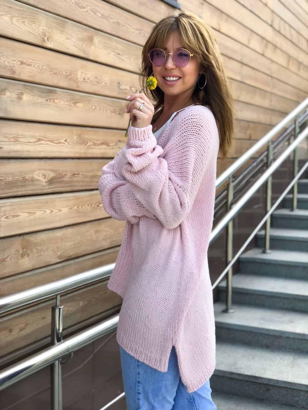 На пятой фотографии женский летний свитер спицами из хлопка от Shapar, бренда вязаной одежды ручной работы в интернет-магазине связанных вещей.