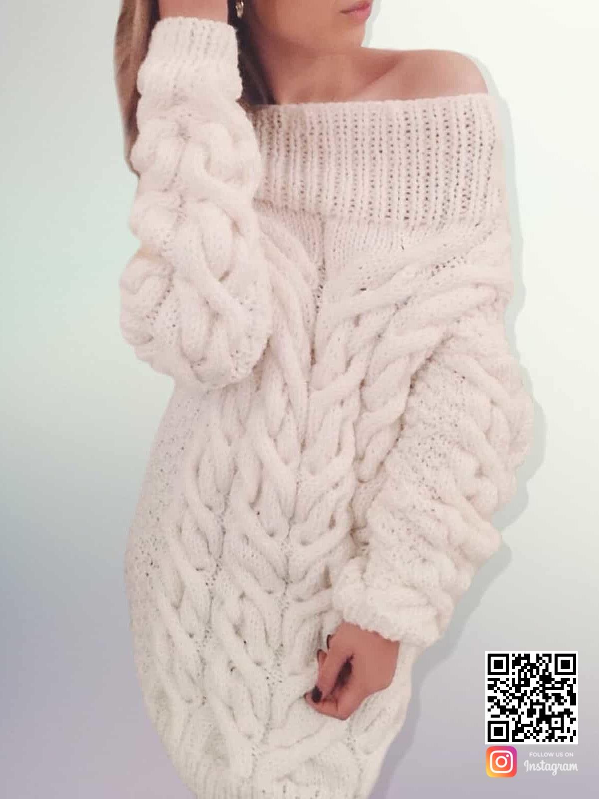 На фотографии белое платье свитер с открытыми плечами от SHAPAR, бренда вязаной одежды ручной работы в интернет-магазине связанных спицами вещей.