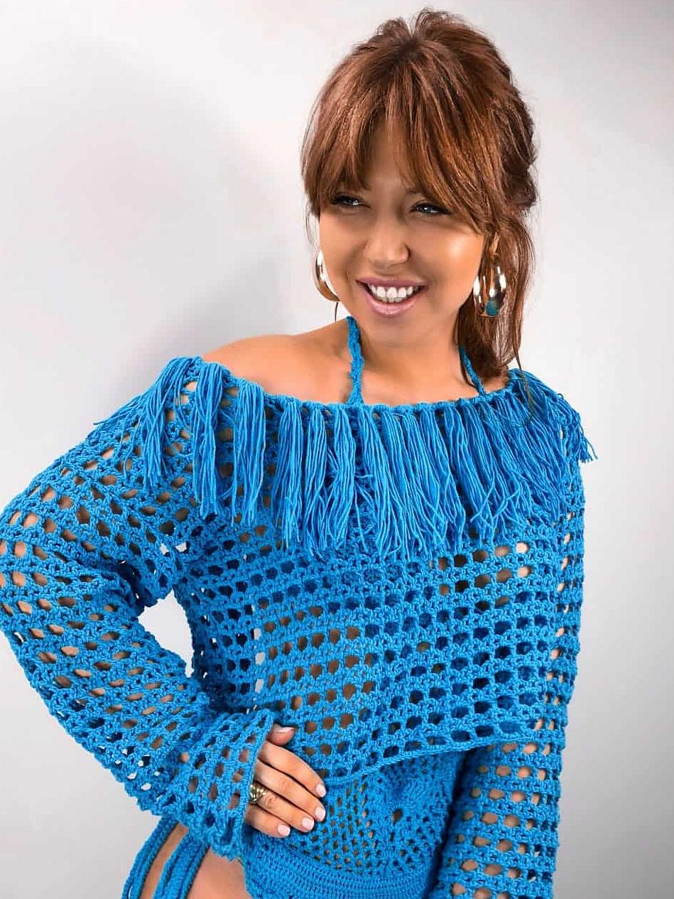 На четвертой фотографии синяя женская туника крючком в стиле бохо от Shapar, бренда вязаной одежды ручной работы в интернет-магазине связанных спицами вещей.