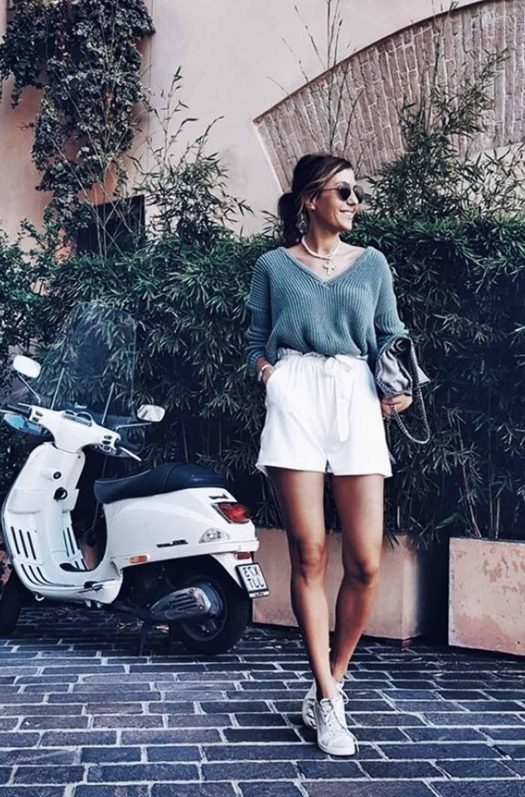 На второй фотографии женский пуловер связанный спицами серого цвета от Shapar, бренда вязаной одежды ручной работы в интернет-магазине одежды.