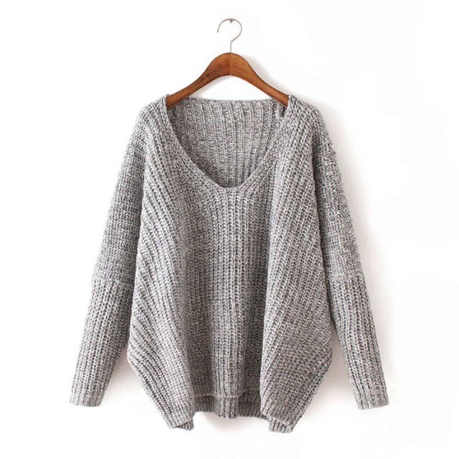 На фотографии женский серый джемпер от Shapar, бренда вязаной одежды ручной работы в интернет-магазине связанных спицами вещей.