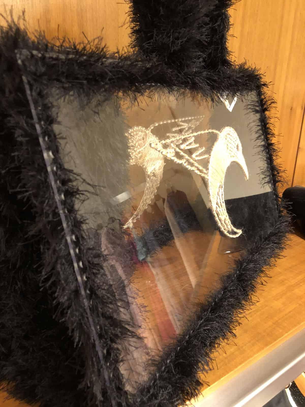 На третьей фотографии женская сумка для пляжа с прозрачным дном от Shapar, бренда вязаных аксессуаров ручной работы в интернет-магазине связанных спицами вещей.