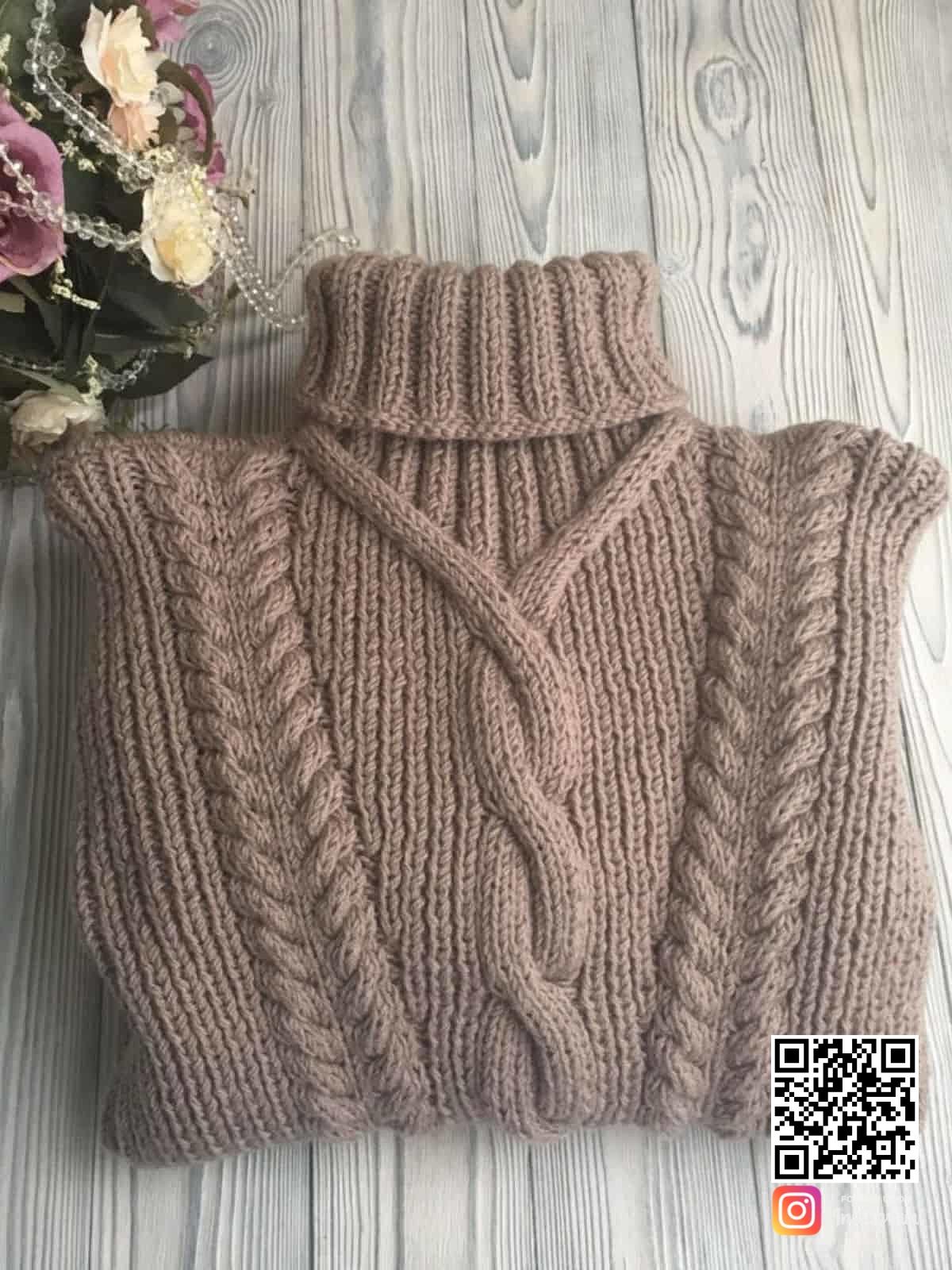 На пятой фотографии женский кофейный свитер из шерсти с горлом от Shapar, бренда вязаной одежды ручной работы в интернет-магазине связанных спицами вещей.
