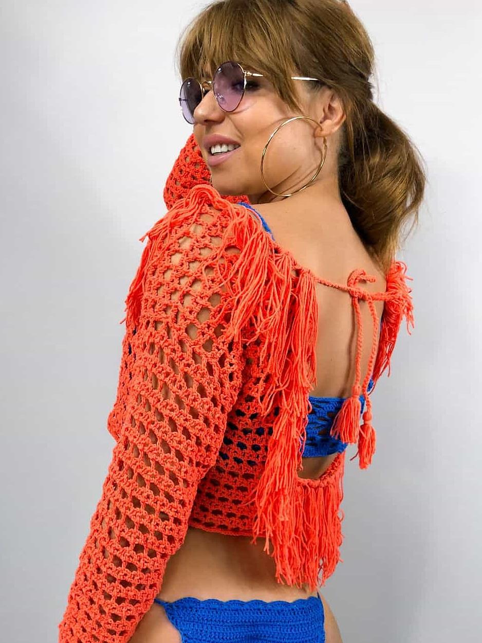 На шестой фотографии ажурная вязаная туника бохо крючком от Shapar, бренда женской одежды ручной работы в интернет-магазине связанных спицами вещей.