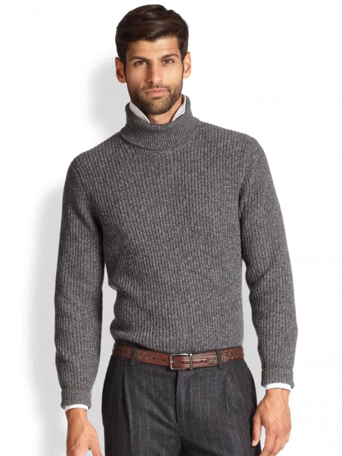 На фотографии мужская вязаная водолазка серого цвета от SHAPAR, бренда одежды ручной работы в интернет-магазине связанных спицами вещей.