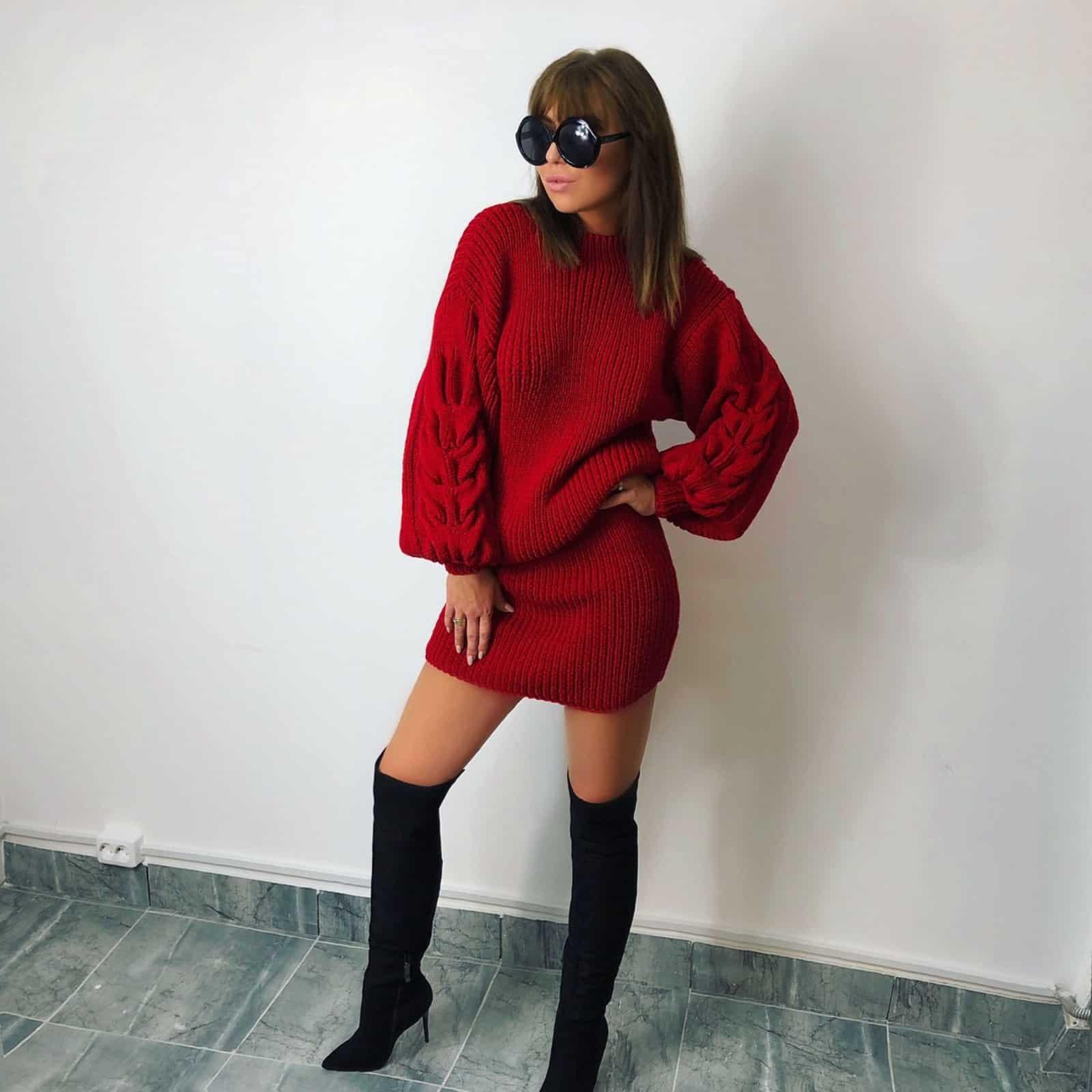 На четвертой фотографии модное красное вязаное платье для девушек и женщин от Shapar, бренда одежды ручной работы в интернет-магазине связанных спицами вещей.