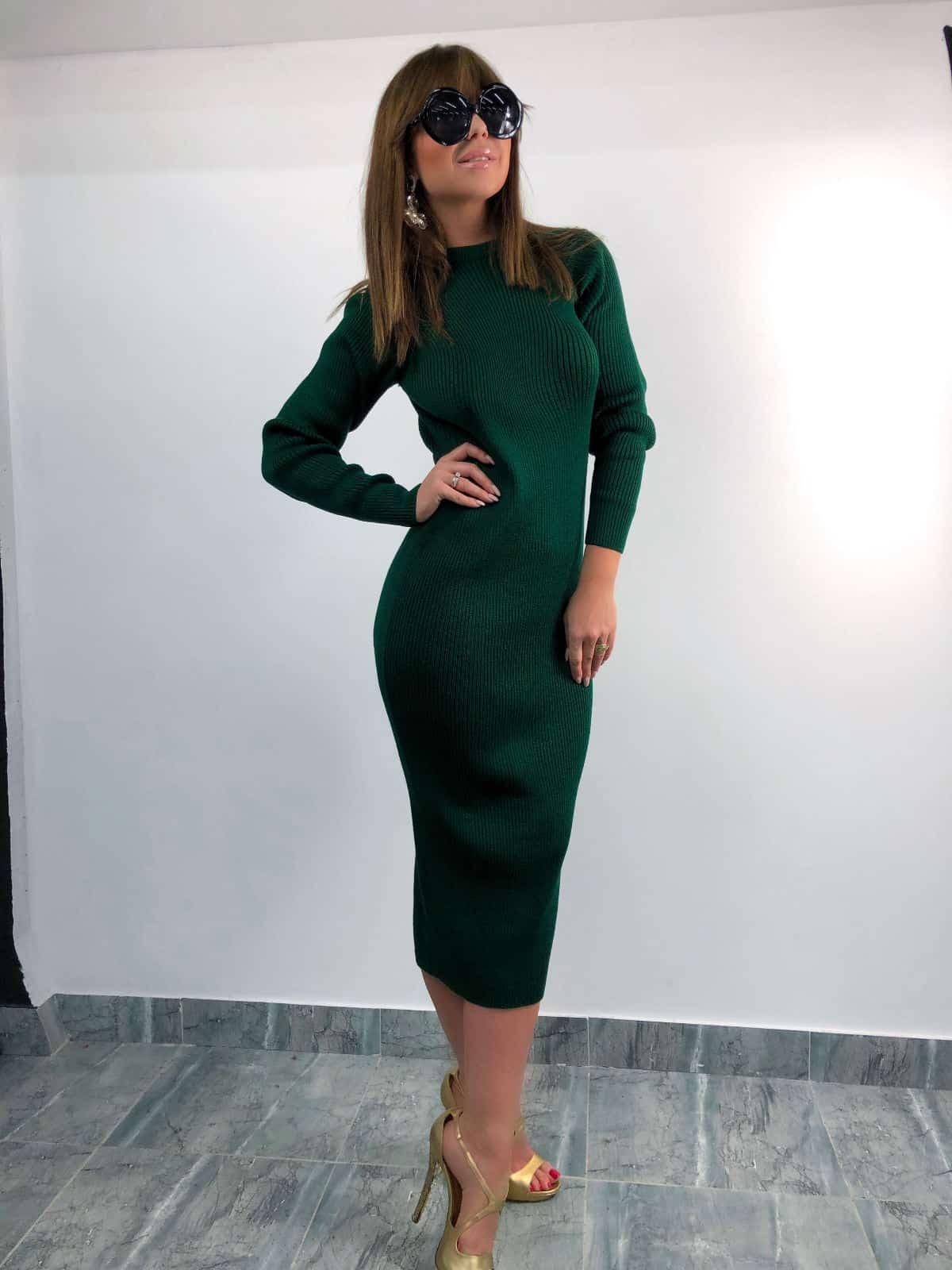 На четвертой фотографии модное зеленое платье для девушек и женщин от Shapar, бренда вязаной одежды ручной работы в интернет-магазине связанных спицами вещей.