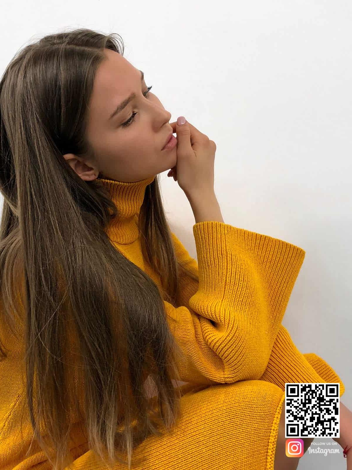 На пятой фотографии вязаное платье желтого цвета для модниц от Shapar, бренда женской одежды ручной работы в интернет-магазине связанных спицами вещей.