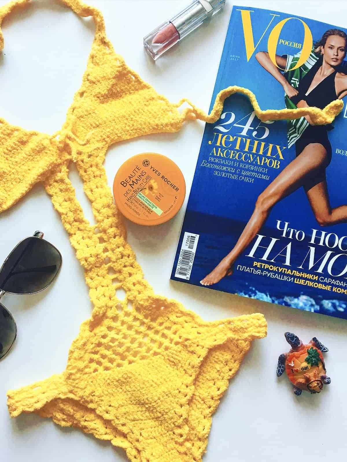 На третьей фотографии желтый слитный купальник от Shapar, бренда вязаной пляжной одежды ручной работы в интернет-магазине связанных крючком вещей.