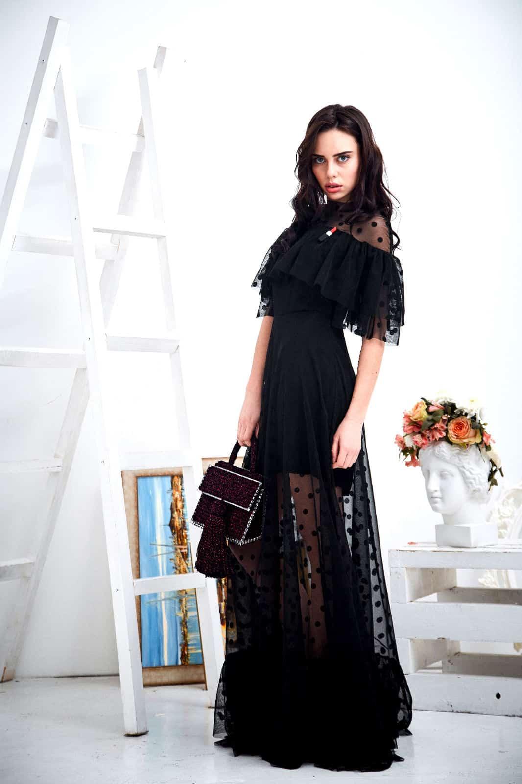 На четвертой фотографии женская бордовая сумка с люрексом от Shapar, бренда вязаных аксессуаров ручной работы в интернет-магазине связанных спицами и крючком вещей.