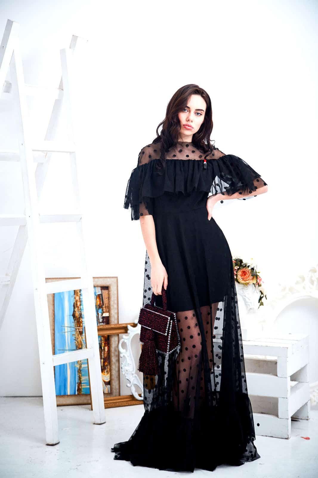 На фотографии бордовая сумка женская с прозрачным дном от Shapar, бренда вязаных аксессуаров ручной работы в интернет-магазине связанных спицами и крючком вещей.