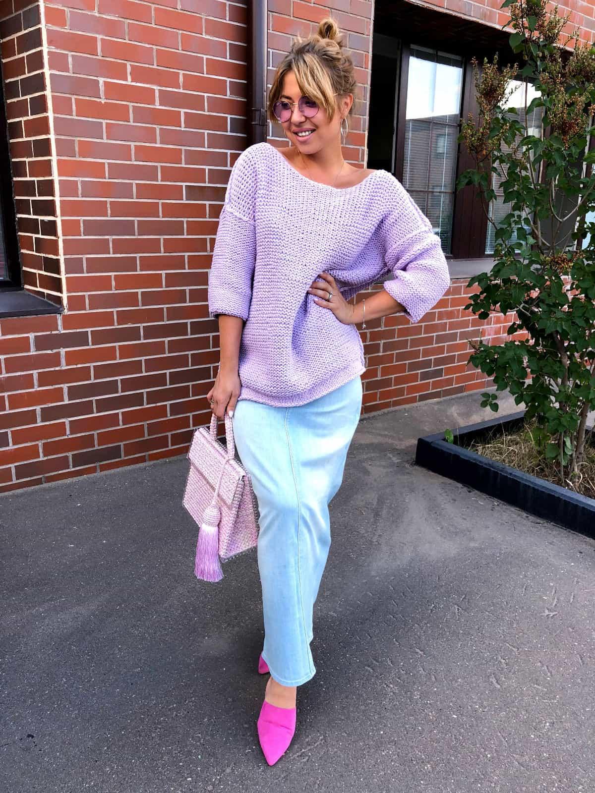 На третьей фотографии женский летний джемпер на одно плечо от Shapar, бренда вязаной одежды ручной работы в интернет-магазине связанных спицами вещей.