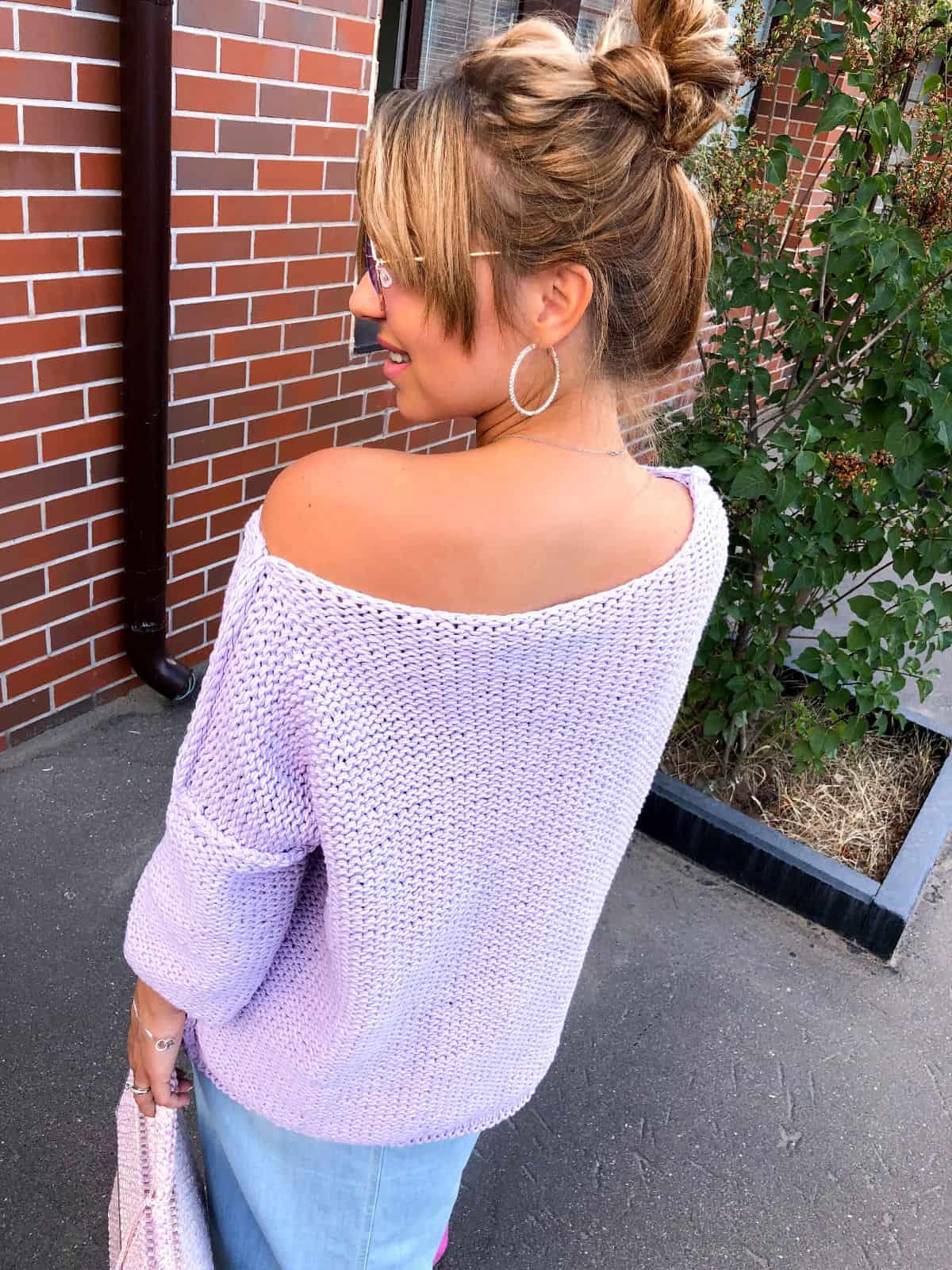 На пятой фотографии женский летний джемпер ажурной вязки от Shapar, бренда вязаной одежды ручной работы в интернет-магазине связанных спицами вещей.
