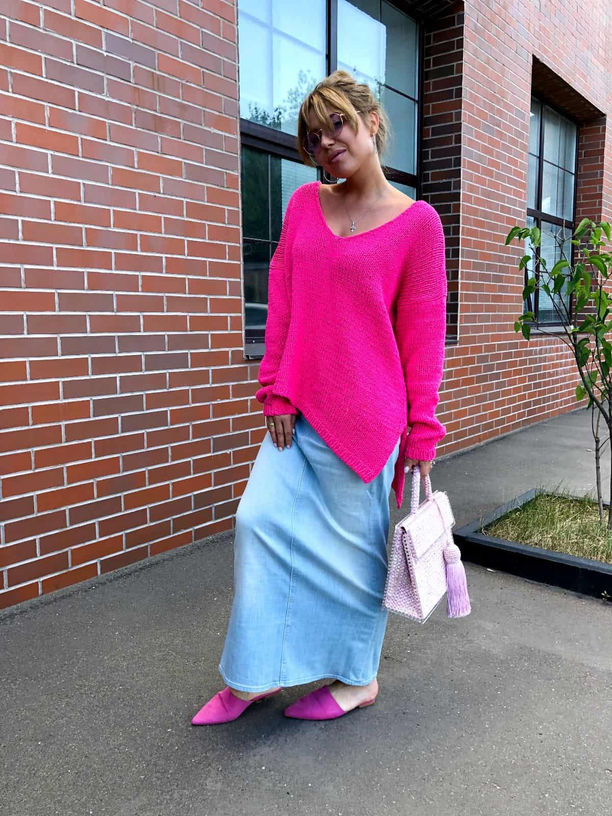 На фотографии женский летний пуловер от Shapar, бренда вязаной одежды ручной работы в интернет-магазине связанных спицами вещей.