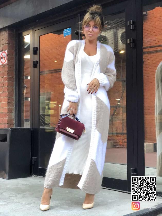 На фотографии женский двухцветный кардиган от Shapar, бренда вязаной одежды ручной работы в интернет-магазине связанных спицами вещей.