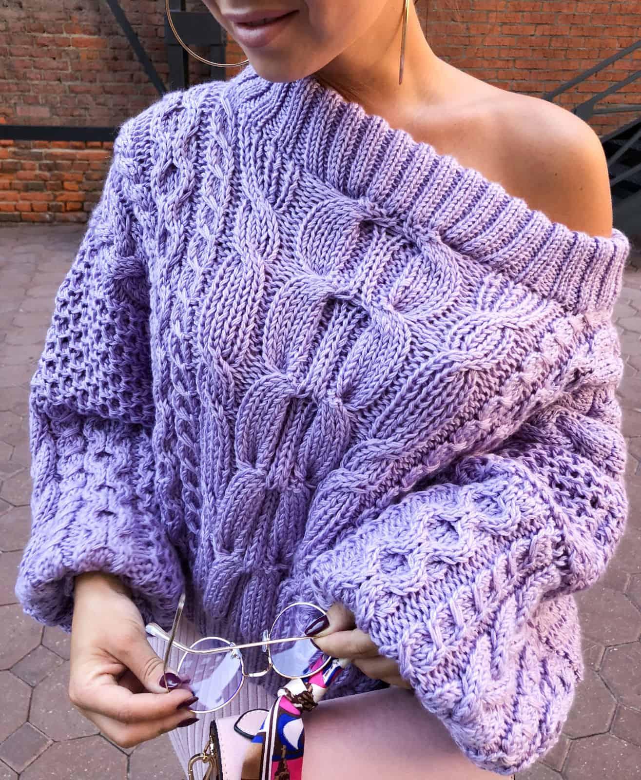 На третьей фотографии женский лавандовый свитер рубан от Shapar, бренда вязаной одежды ручной работы в интернет-магазине связанных спицами вещей.
