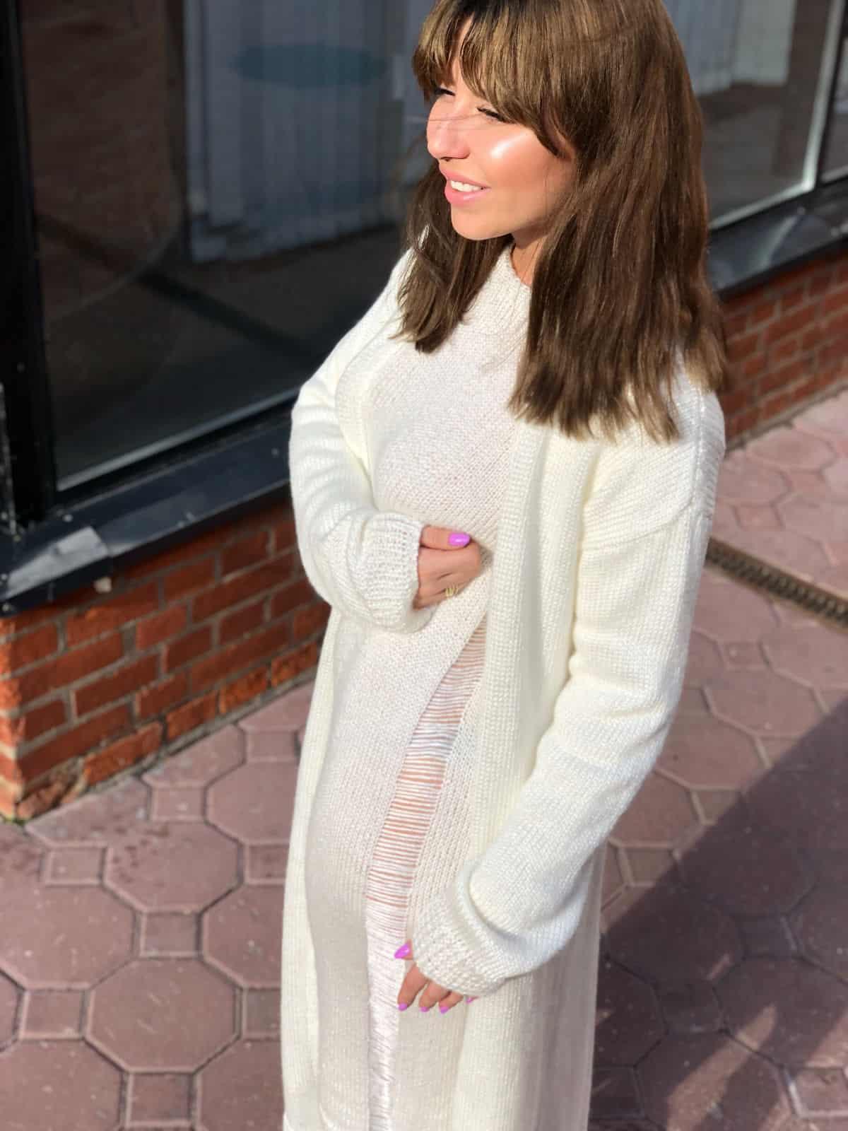 На шестой фотографии модное платье и кардиган комплект для девушек и женщин от Shapar, бренда вязаной одежды ручной работы в интернет-магазине связанных спицами вещей.