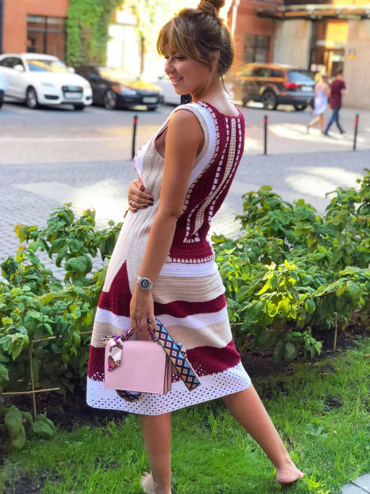 На третьей фотографии женское красивое платье крючком от Shapar, бренда одежды ручной работы в интернет-магазине связанных спицами вещей.