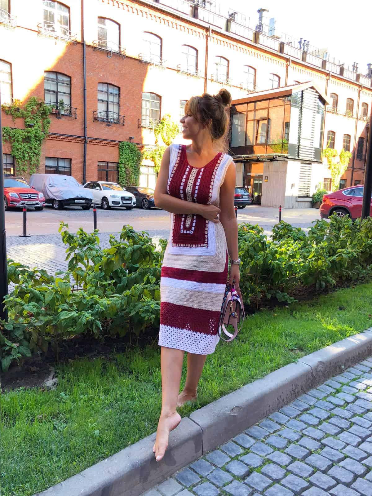 На четвертой фотографии женское красивое платье крючком с орнаментом от Shapar, бренда вязаной одежды ручной работы в интернет-магазине связанных спицами вещей.
