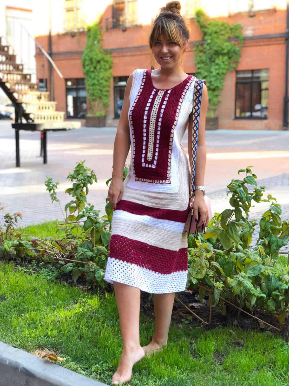 На шестой фотографии красивое платье крючком на лето от Shapar, бренда вязаной одежды ручной работы в интернет-магазине связанных спицами вещей.