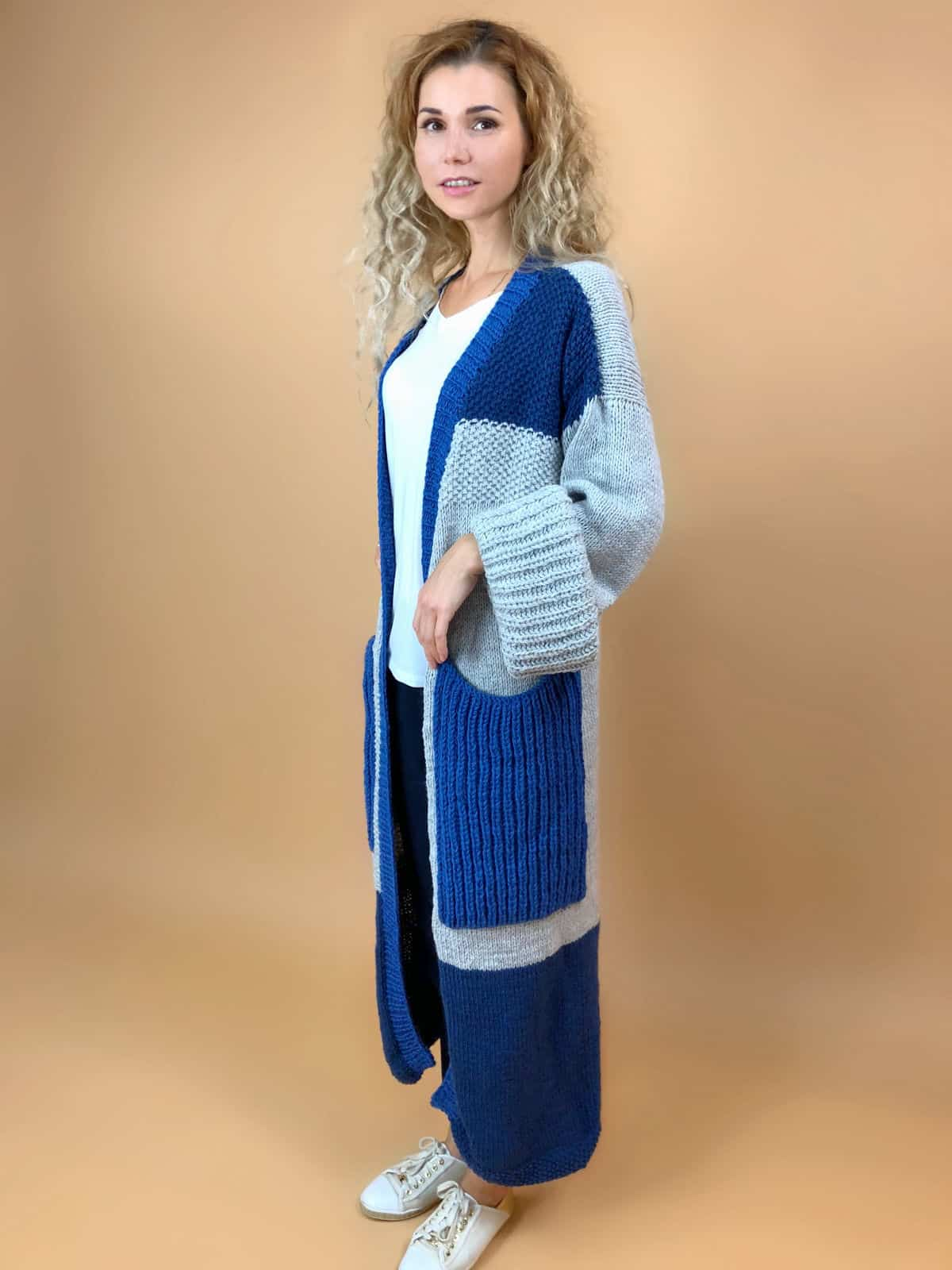 На четвертой фотографии женский кардиган с карманами и объемными рукавами спицами от Shapar, бренда вязаной одежды ручной работы в интернет-магазине связанных вещей.