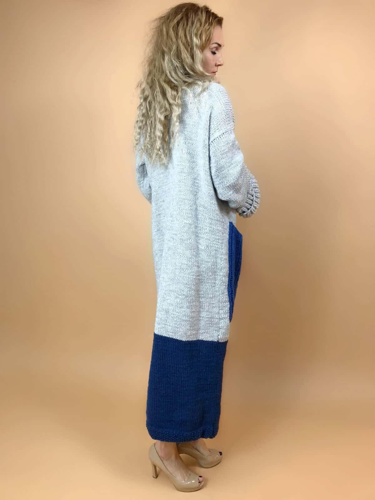 На третьей фотографии модный кардиган с карманами спицами для девушек и женщин от Shapar, бренда вязаной одежды ручной работы в интернет-магазине связанных вещей.