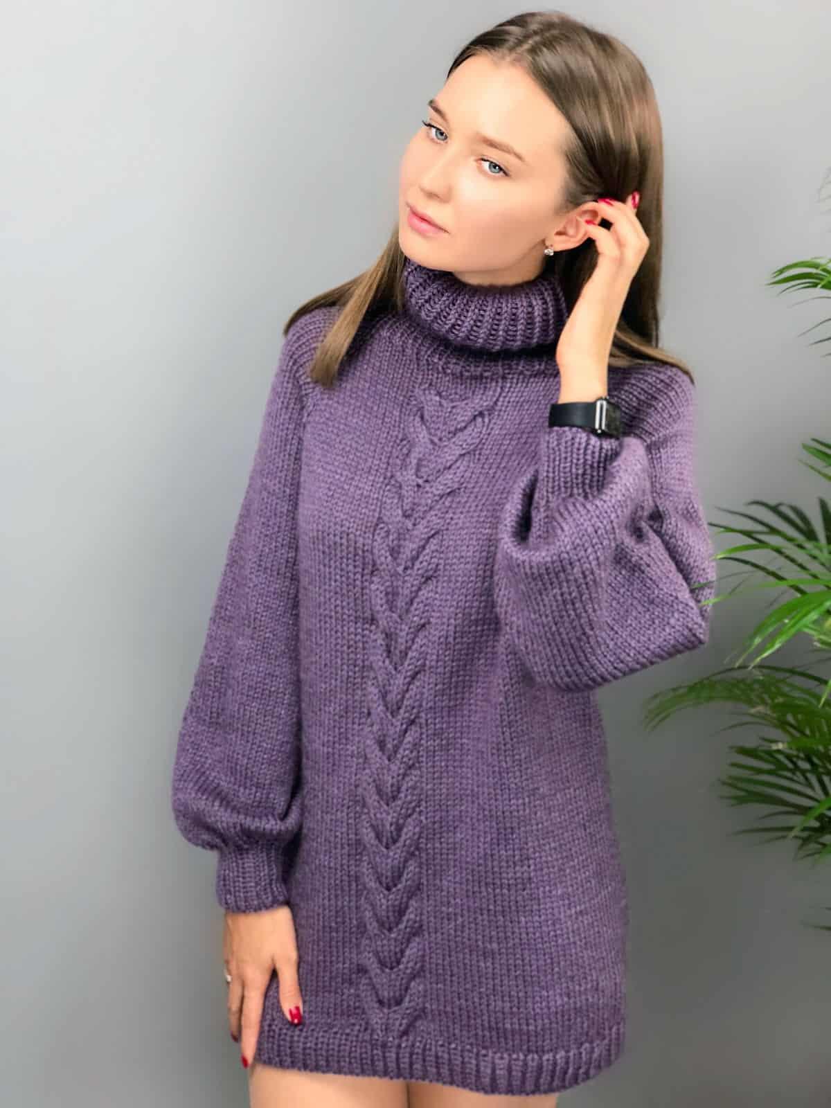 На шестой фотографии удлиненный сиреневый джемпер от Shapar, бренда вязаной одежды ручной работы в интернет-магазине связанных спицами вещей.
