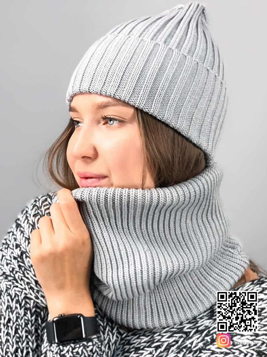 На первой фотографии женская серая шапка и снуд от Shapar, бренда одежды ручной работы в интернет-магазине связанных спицами вещей.
